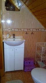 łazienka w pokoju na piętrze
